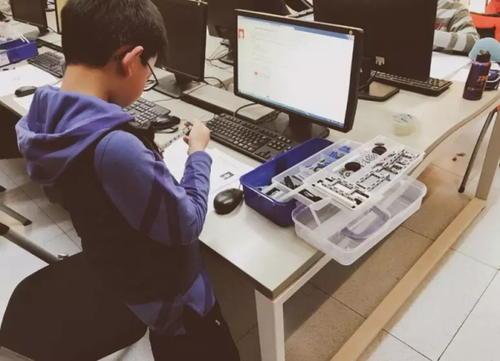 童程童美少儿编程郑州童程童美建业总部港校区